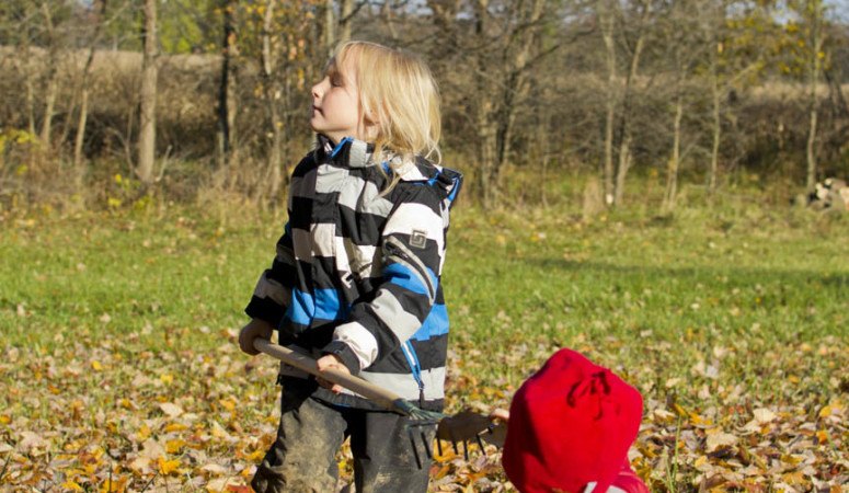 Dressing for Fall – Tips to Keep Your Kids Warm While Playing Outside