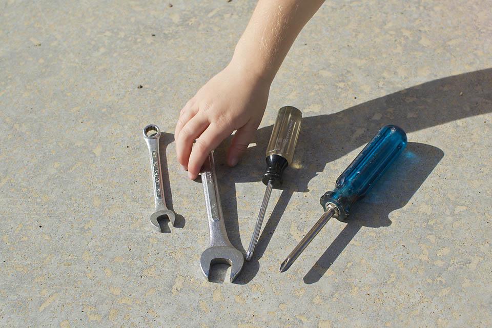 Child-Led Learning: Tinkering with Tools. Rain or Shine Mamma