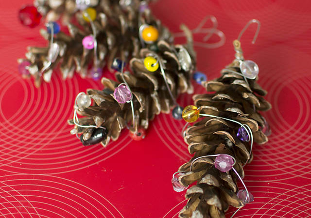 Easy Upcycled Pine Cone Ornaments