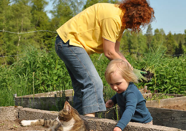 The Top 5 Reasons to Garden with Kids – Even If You Have a Black Thumb