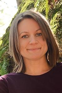 Angela Hanscom author of BALANCED AND BAREFOOT