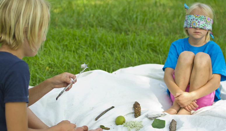 Outdoor Memory Game for Kids. This forest-school inspired nature activity gives your brain a great workout and is fun for kids of all ages; preschoolers, kindergartners and even older children. From Rain or Shine Mamma.